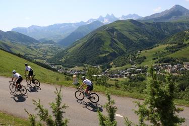 © Cyclisme route Col de la Croix de Fer - <em>© OT Saint Sorlin d'Arves - V Bellot-Mauroz</em>