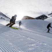 © Skieurs sur une piste du Domaine Galibier Thabor Valmeinier - <em>Office de tourisme de Valmeinier</em>