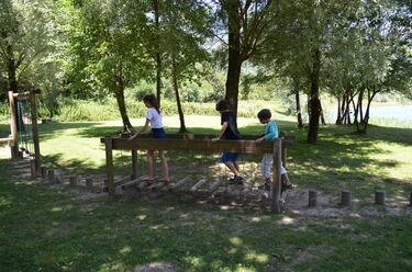 © Jeux pour enfants au Lac des Hurtières - <em>OT Porte de Maurienne</em>