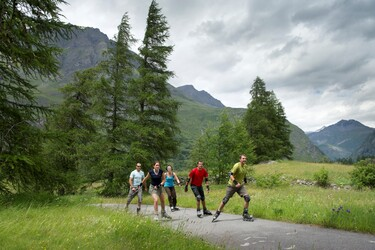 © bessans-stade-biathlon-ete - <em>Haute Maurienne Vanoise Tourisme - Gilles LANSARD</em>