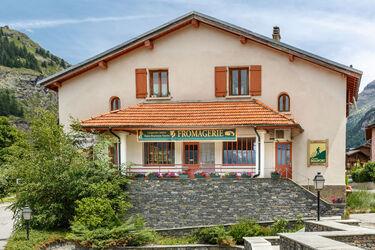 © val-cenis-lanslevillard-cooperative-laitiere  cooperative-laitiere-exterieur - <em>Coopérative Laitière de Haute Maurienne Vanoise</em>