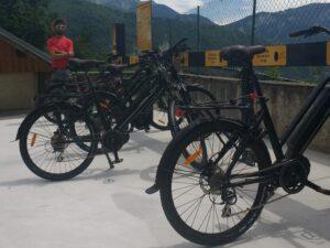 Mise en place d'équipements permettant le développement de la pratique du vélo (et du VAE en particulier) sur le territoire. Action portée par l'Office de Tourisme de Saint-François-Longchamp.